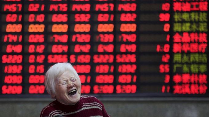 陸股漲幅擠進全球前10大 陸股基金今年平均報酬逾2成。(圖:AFP)
