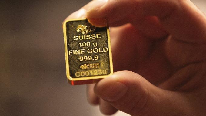 黃金狂跌 創3年來最大單日跌幅(圖片:AFP)