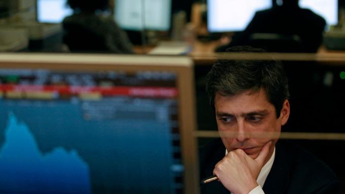 債券投資情緒大轉向 龐大資金搶進新興市場垃圾債 (圖片:AFP)