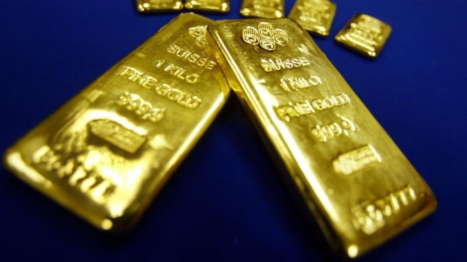 貴金屬盤後—鮑爾談話緩解市場擔憂 削弱避險需求 黃金逆轉收低(圖片:AFP)
