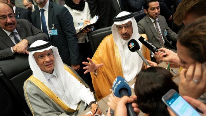 左為即將接任能源部長的沙國親王Abdulaziz bin Salman (圖:AFP)