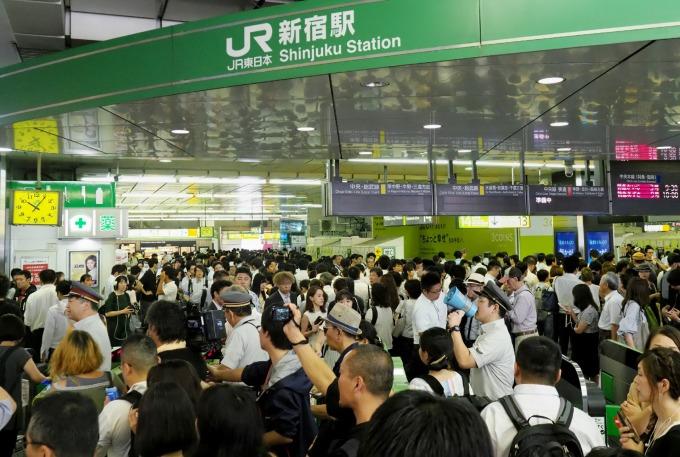 法西颱風造成日本交通機關嚴重癱瘓。(圖片:AFP)