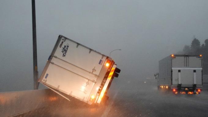 法西颱風肆虐關東、索尼PS4等多家企業停工因應 (圖片:AFP)