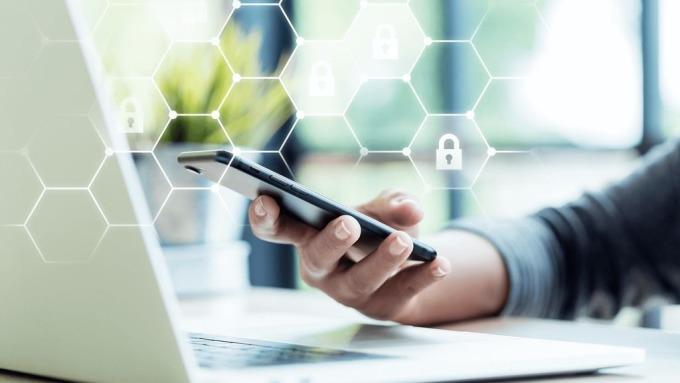 數位轉型企業迫在眉睫,資誠調查,逾5成受訪者憂自動化恐取代人力價值。(圖:AFP)
