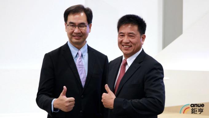 友達董事長彭双浪(右)、總經理蔡國新(左)將轉任達運精密執行長暨總經理。(鉅亨網資料照)