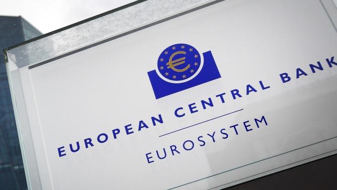 歐洲寒冬已至,央行寬鬆添柴火牽動歐元走勢。(圖/AFP)