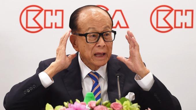 香港抗爭持續3個月,首富李嘉誠憂心經濟一蹶不振,頻頻出面喊話。(圖:AFP)