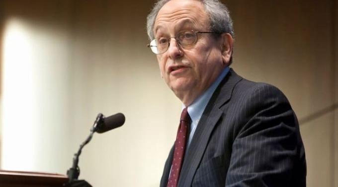 前美國聯準會副主席Donald Kohn認為央行應該在下週降息1碼(圖片:CNBC)