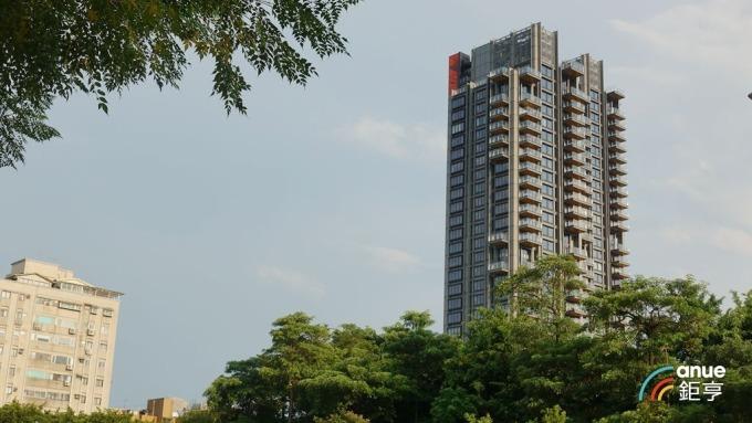 元利信義聯勤也是台北市坪價200萬元的新豪宅之一。(鉅亨網記者張欽發攝)