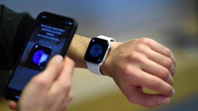 蘋果以生產力工具定位iPad、優化Watch效能,雙雙站穩市占龍頭。(圖:AFP)