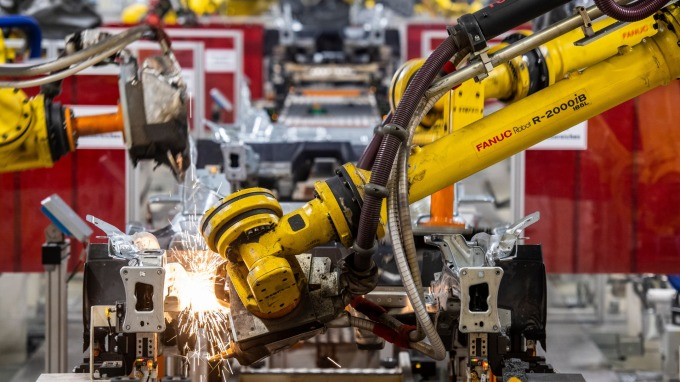 日本7月核心機械訂單回落、優於市場預期。(圖片:AFP)