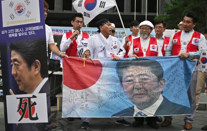 南韓抵制日貨發酵!菸酒等多項商品進口大幅滑落。(圖片:AFP)