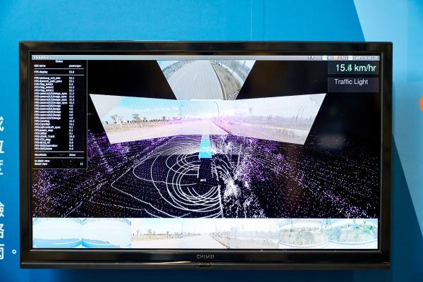 未來 5G 上路,可高速將自駕車感測器收到的大量資訊回傳後台、與後台互動,用於即時影像監控或遠端遙控。