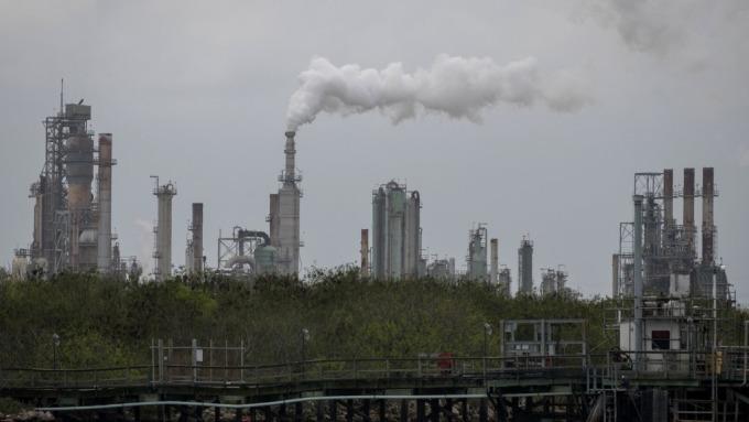 布蘭特原油週一飆漲近19% 創期貨盤史上最大盤中漲幅(圖片:AFP)