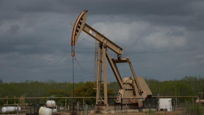 投機者增持原油期貨多單 加大英鎊、歐元看空部位(圖片:AFP)