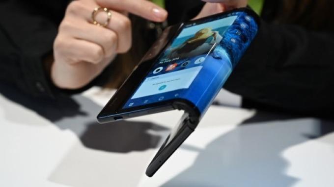 研究顯示:可折疊手機目前無法成為市場主流  (圖片:AFP)
