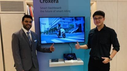 宏佳騰執行長林東閔(右)與heremaps產品開發主管(左)。(圖:宏佳騰提供)