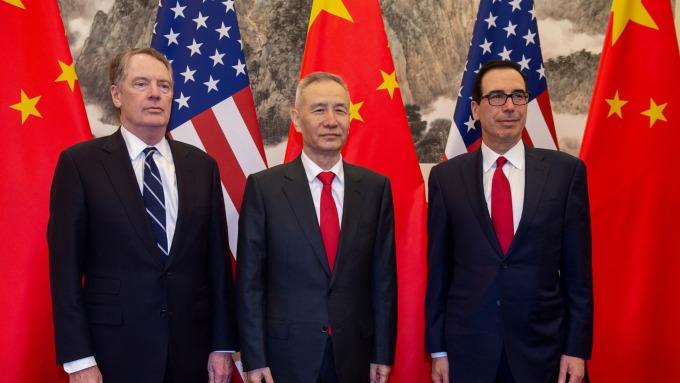 美中新一輪談判下月登場,副手級磋商週四先行暖場,萊特海澤 (左) 洩露中方新動向。(圖片:AFP)