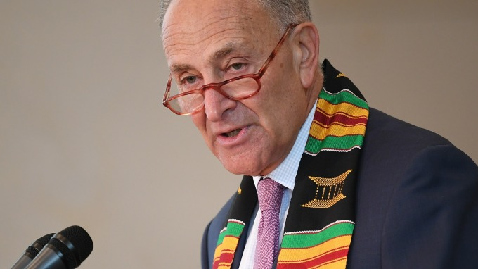 民主黨參議員Charles Schumer要求FCC重新審核兩中企營運許可(圖片:AFP)