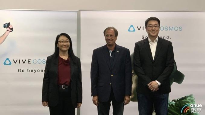 左至右為董事長王雪紅、執行長Yves Maitre及財務長沈道邦。(鉅亨網記者沈筱禎攝)
