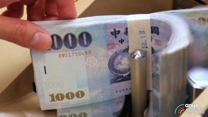 新台幣終止連八升轉貶終場收31.035元。(鉅亨網資料照)