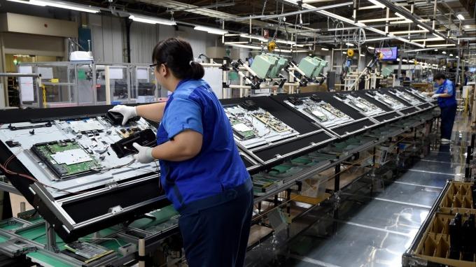 應對中國產能開出,韓系面板廠吹響裁員號角。(圖:AFP)