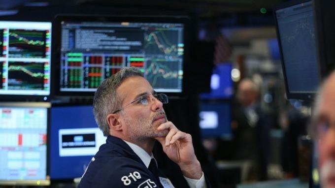 高盛、JPM領跌 道瓊小幅低開、市場靜待Fed會議 (圖片:AFP)