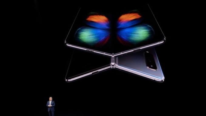 Galaxy Fold銷售成績亮眼 於韓國開賣即售罄 圖片:AFP