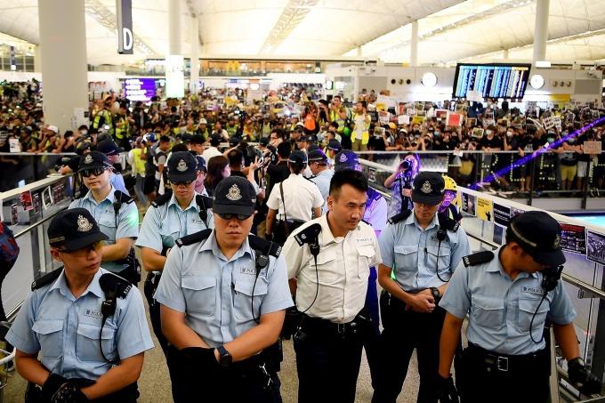 反送中抗議活動一度造成香港機場關閉。(圖片:AFP)
