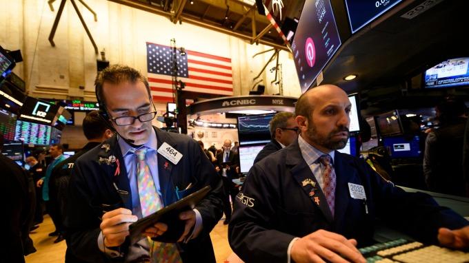 Fed二度降息,未來再降訊號微弱,鮑爾一句話美股止血回穩。(圖片:AFP)