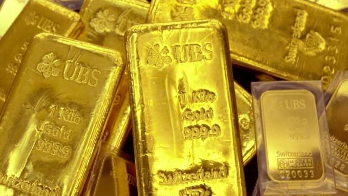 Fed降息一碼 點陣圖示意不再降息 黃金先漲後跌(圖片:AFP)