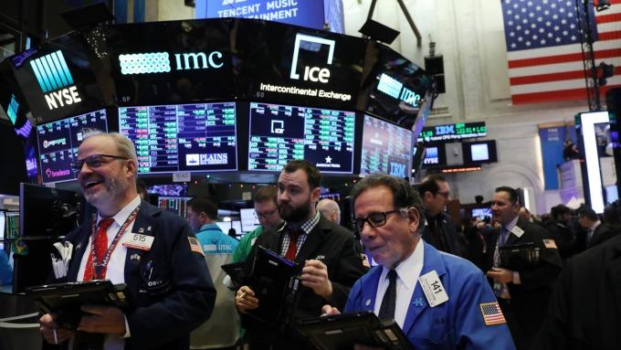 美股早盤 — 微軟、思科領漲,能源股走高,道瓊漲近百點。(圖片:AFP)