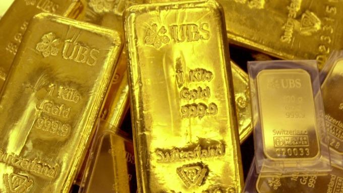 黃金在降息後首次出現虧損 金價徘徊於1500美元(圖片:AFP)