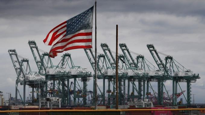 經濟環境逆風吹 美股ETF屹立不搖? (圖片:AFP)