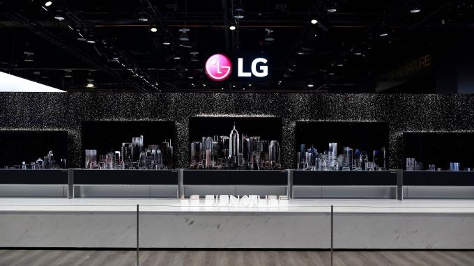 陷入困境!傳LGD考慮關閉生產Apple Watch面板的OLED工廠 (圖片:AFP)