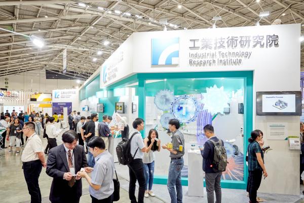 2019 亞洲生技大展中,工研院展出涵蓋「個人化精準醫療模式」、「居家醫療解決方案」與「保健生技」三大領域,共 16 項創新科技,為生技產業開創嶄新契機。
