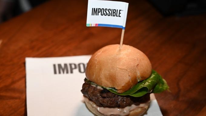 植物性肉類市場 Beyond Meat寶座可能拱手讓給泰森食品(圖:AFP)