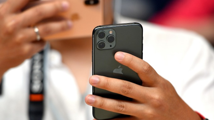 iPhone 11不支援18W快充 蘋果表示得另外買 (圖片:AFP)