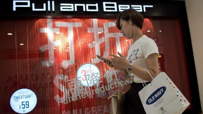 Fed降息對亞洲消費者意味著什麼? (圖片:AFP)