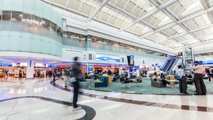 又傳無人機出沒!杜拜國際機場關閉15分鐘 航班轉降他處(圖:AFP)