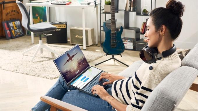 筆電雙A衝刺下半年業績,新品10月在台開賣。(圖:華碩提供)