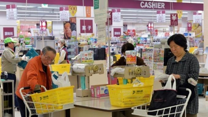 消費稅下週二上調 日本已掀「囤貨潮」 (圖片:AFP)