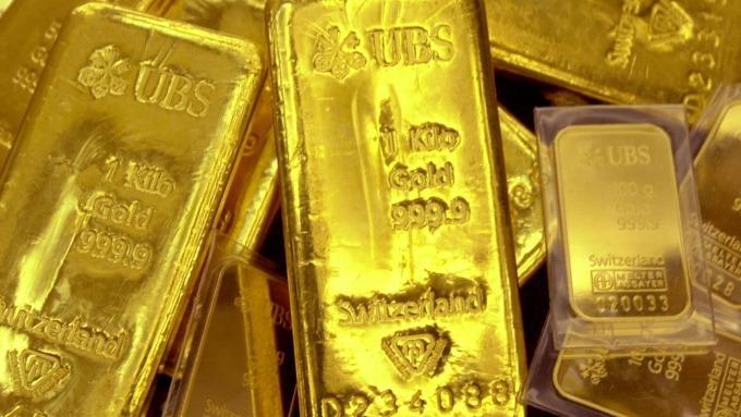 黃金跌破1500美元 兩月來新低 美稱中企撤市消息為假 (圖片:AFP)