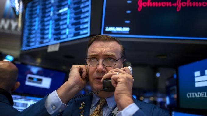 股市居高不下,我該怎麼辦?(圖片:AFP)