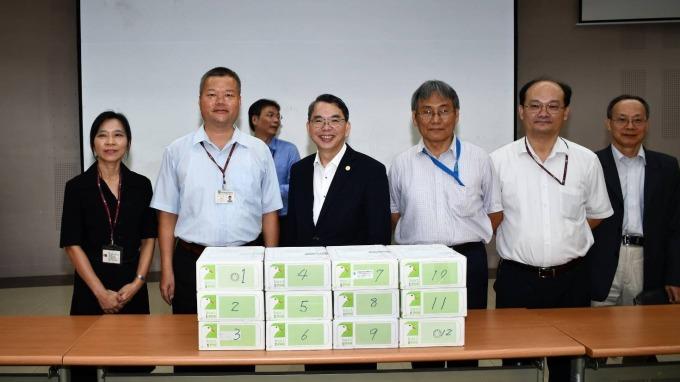 中華電今日由副總經理林國豐(圖中)率隊前往NCC送件。(圖:中華電提供)