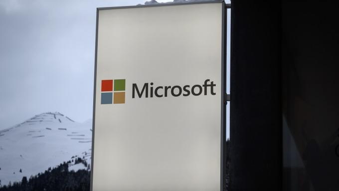 微軟新品發布全亮點 Surface折疊雙螢幕新機最吸睛 (圖:AFP)