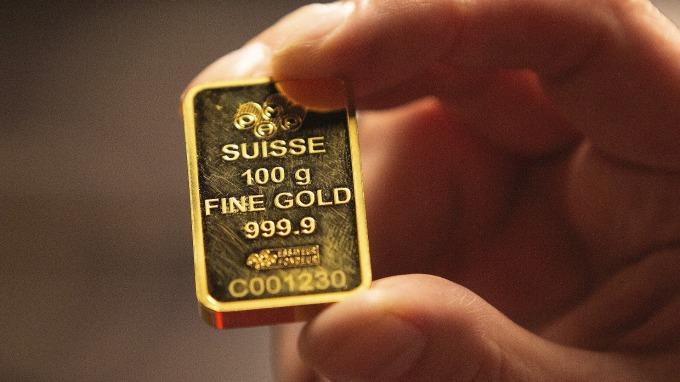 小非農就業數據萎靡 黃金漲破1500美元(圖片:AFP)