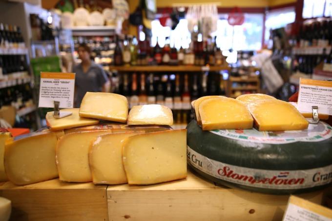 美國將於 10 月18 日起對一系列歐輸美商品課徵關稅 10%-25%,歐製飛機、蘇格蘭威士忌、法國紅酒與乳酪無一倖免。(圖片:AFP)