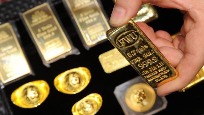 全球央行寬鬆不斷 分析師:明年金價可漲至2000美元(圖:AFP)