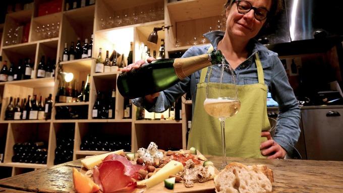 美祭歐製食品25%新關稅 恐損失1.3萬假期就業機會(圖片:AFP)